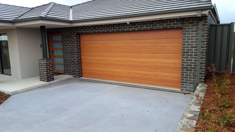 Decowood Kwila garage door